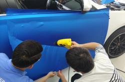 不必麻烦,现在随时都可以让你了解深圳车身改色贴膜价格!