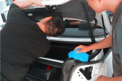 一个简单的深圳汽车改色车身贴膜多少钱应对处理方案,让你节省时间!