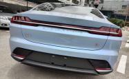如何安全的寻找应对深圳龙华附近汽车改色贴膜问题的中介?