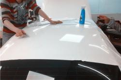 深圳盐田汽车车身颜色贴膜透露了哪些关键信息?