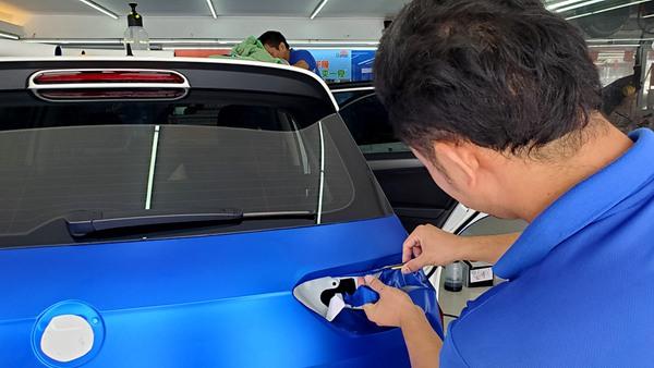 要想快速办理深圳宝安汽车改色膜有哪些颜色,下面是您所需要注意的事情!