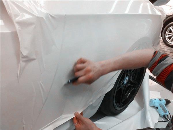 无需找中介,深圳宝安汽车改色膜白色就是这么简单!